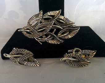 Silver Brooch and Earring Set, Leaf Brooch and Earrings, Silver Leaf Jewelry, Silver Jewelry, Clip on Earrings