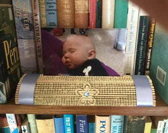 Book art photo stand-blue ribbon