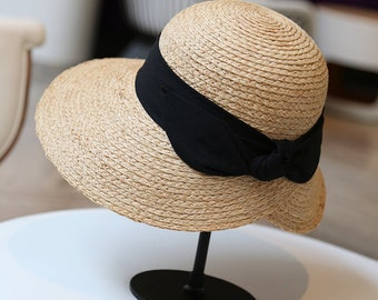 The elegant raffee lady can fold in the summer sun hat by the seaside beach holiday straw hat.