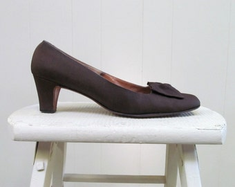 Vintage 1960s Shoes / 60s Brown Peau de Soie Fabric Pumps / 9A US