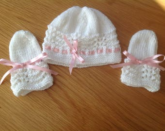 Hand knitted baby beanie hat with matching mittens