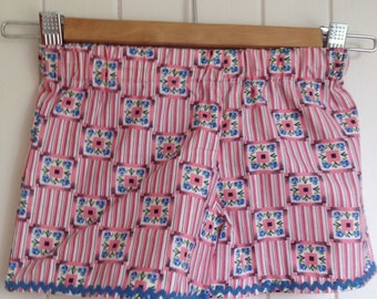 Size 5 Little Girls Summer Shorts in Vintage Fabric patterned in Cornflower Blue  & Ric Rac