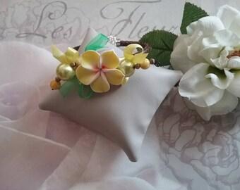 Bracelet large flower tiara and pearls