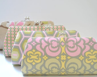 A SET of 7 Bridesmaids Clutch -  Create a Custom Bridesmaid Clutches in your choice of fabrics