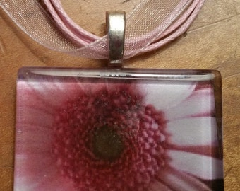 "Pink Daisy Spring Time Flower Vintage Style  Necklace  18"" ribbon cabochon"