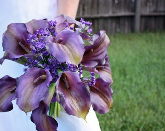 Calla Lily Bouquet in Purple with Real Touch Flowers, Summer Wedding, Fall Wedding, Spring Wedding, Winter Wedding