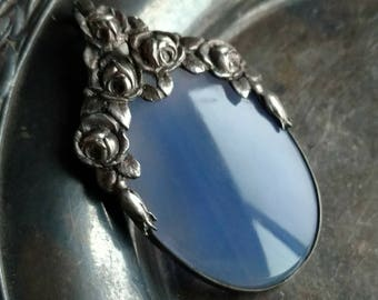 Sterling silver roses pendant with gorgeous blue agate slice - vintage jewelry