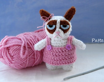 Amigurumi Cat Doll : Grumpy cat amigurumi crochet pattern for keychain