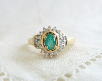 A Natural Emerald and Diamond Ring in 14kt Yellow Gold - Fennel
