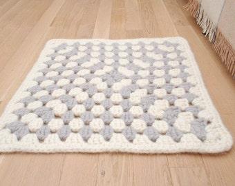 Granny Square Rug Wool carpet - Bedroom rugs - Crochet rug Grey White - Retro home decor wool carpet