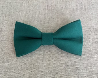 Hunter Green Bow Tie, Mens Bow Tie, Solid Hunter Green Bow Tie, Bow Tie for Men, Bow Tie for Wedding, Plain Bowtie, Groomsmen & Groom Bowtie