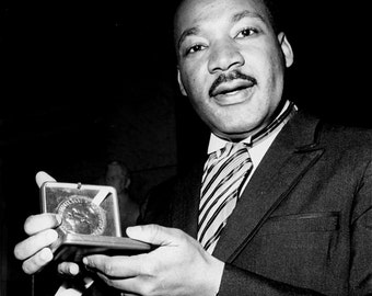 Martin Luther King, Jr. Civil Rights Leader Holds His Nobel Peace Prize In 1964 - 5X7, 8X10 or 11X14 Photo (EP-789)