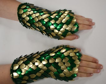 Scalemail Gauntlets knitted Dragonhide Armor Golden Forest