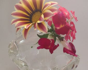 Clear sweet tippy bud vase with wave pattern