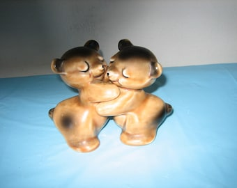 Vintage Van Tellingen Bear Hug Salt And Pepper Shakers - Hugging Bear S & P Shakers