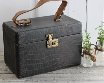 Vintage Train Case, 1950s, cosmetic, Makeup,  Leather Train Case, Luggage, small vintage suitcase, overnight case, Steampunk