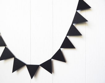 Black Triangle Bunting / Black Flag Garland / Adjustable Bunting / Photo Prop / Halloween Bunting