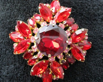 Vibrant Red Glass and Goldtone Brooch