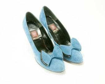 Anne Klein ~ Vintage Blue Suede With Bow Pumps ~ Size 6 1/2 N