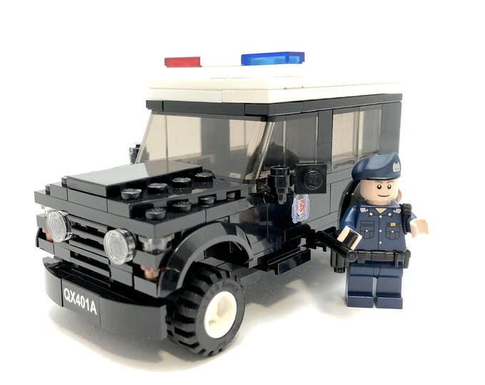 Police Land Rover Defender - Minifigure-scale Building Kit 401