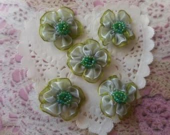 Green and white organza flowers like hearts seed 3.00 cm in diameter (and 5 flowers) beads.