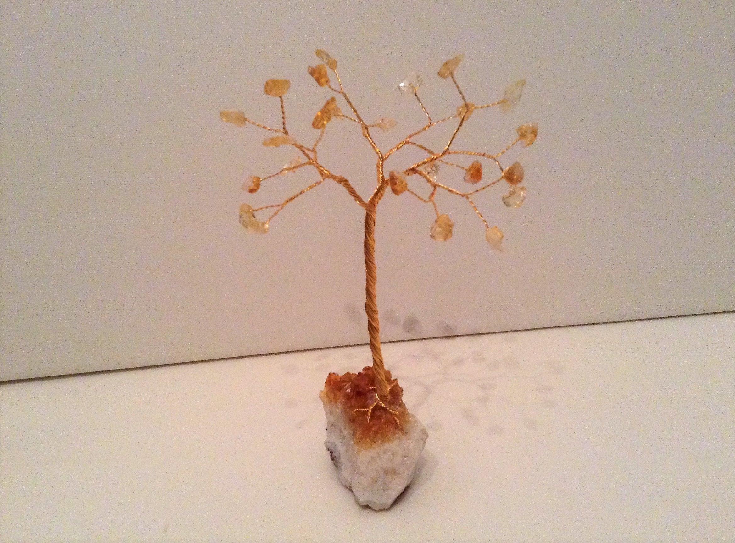November Geburtsstein Citrin Edelstein Baum. Gelb und gold