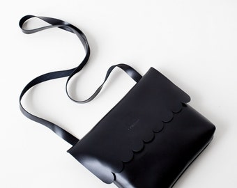 Scallop Detail Leather Crossbody bag