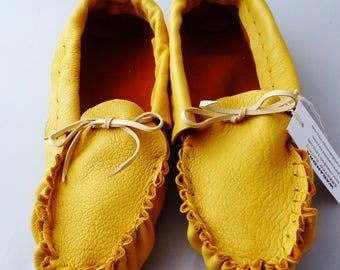 Adulte en cuir mocassins dames taille 7, regalia, chaussure de maison, chaussures de danse, mocassin plaines, pow-wow, chaussures de danse, chaussures de la maison