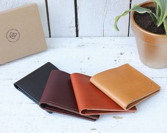 Leather bi-fold wallet with 4 card pockets