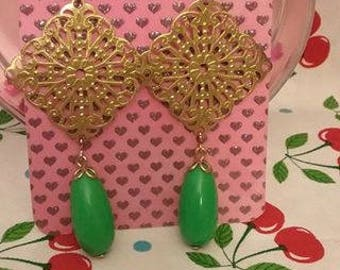 Kitschy Vintage Filigree Earrings with Green Drop Brass Earrings 50s earrings 60s earrings Green and Gold Earrings