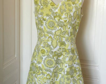 Vintage ' 60 dress with green Paisley print//Vintage 1960s Paisley dress