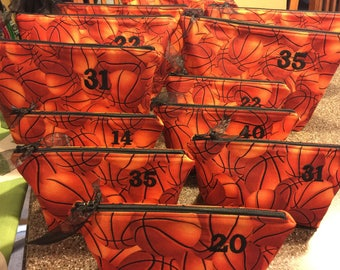 Personalized Makeup Bag Set Sports Gifts, Basketball Bag Makeup Gifts for Sporty Girl, Choice of Size, Senior Night Basketball Gifts