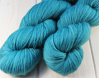 Skein hand dyed - Fingering - superwash Merino and Nylon (75/25) - 100 g / m 425 - teal