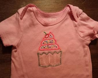 puffy paint cupcake birthday shirt or onesie