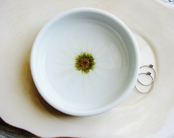 Daisy Ring Dish, Jewelry Organizer, White Ring Dish, Floral Ring Dish, Pressed Flower Dish, Trinket Holder