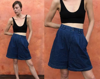 Vintage 1990s high waist Blue jean pleated shorts. High waisted shorts. pleated shorts vintage 90s shorts. Cotton. Denim shorts blue jean