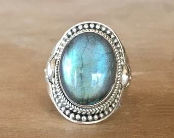 Labradorite and Sterling Silver Ring, Labradorite Ring, Labradorite and Silver Ring, Flashy Stone Ring, Oval Labradorite Ring, Boho Ring