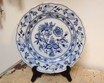 Vintage  wall hanging plate with blue white zwiebelmuster design