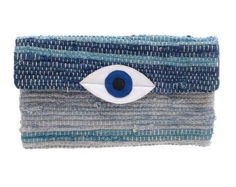 Pouch bag with an eye
