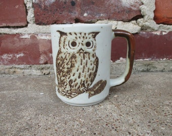hand etched and painted owl mug, owl coffee mug, vintage owl, owl decor, owl gift, retro brown kitchen, seventies kitchen, stoneware mujg