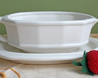 Iron Stone Dish with Handle and Plate Base. Sauce Serving Gravy Boat. Simple Modern Design.