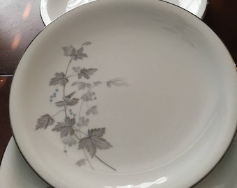 Noritake Ivyne Set of 4 Dinner Plates - Purple & Gray Leaves, Blue Berries - Silver Tone Trim - Made in Japan