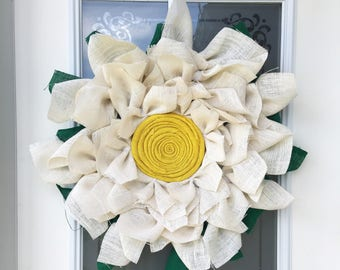 Burlap Daisy Wreath // Spring Decor // Front Door Decor