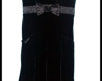 Girls Rockabilly Black Velvet Dress in Skulls and Roses ........Size 16