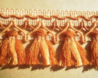 """Hübsche Streifen hat Fransen """"Quasten"""" in Dralon, Töne: Lachs und gestickte orange hinterlegt, Breite 5 cm"""
