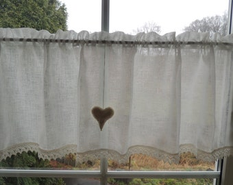 Easy-care country house curtain with lace and heart
