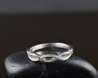 Andrea - Wedding Band in White Gold, Twisted Shank, Stacking Ring, Right Hand Ring, Modern Design, Free Shipping