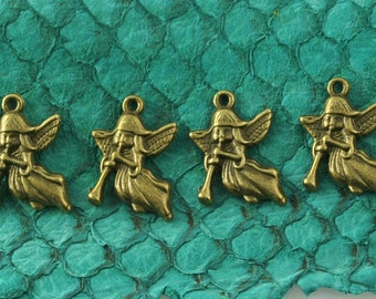 Angels w/ Trumpet in Antique Brass Finish, Lead & Nickel-free Base Metal Charms - 4 per pack
