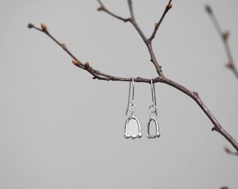 Flowers  . Sterling silver earrings. Transparent earrings. Glass earrings. Contemporary jewelry. Minimalist earrings
