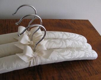 Padded Hangers, Damask Hangers, Ivory Damask Hangers, Brides Hangers, Bridesmaid Gifts, Bridesmaid Hangers, Wedding Hangers, Luxury Hangers